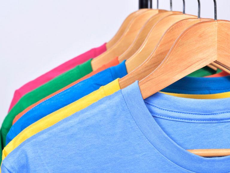 Tekstylia, koszulki nawieszakach